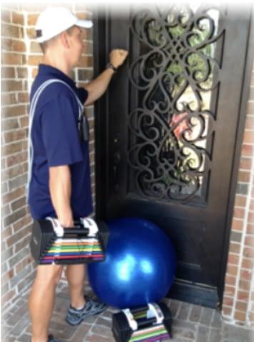 Personal Trainer knocking on door